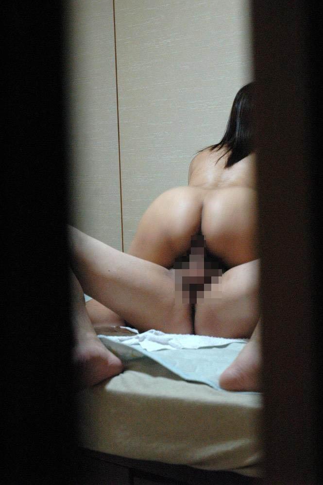 部屋でSEXしてる女の子を窓から盗撮 (12)