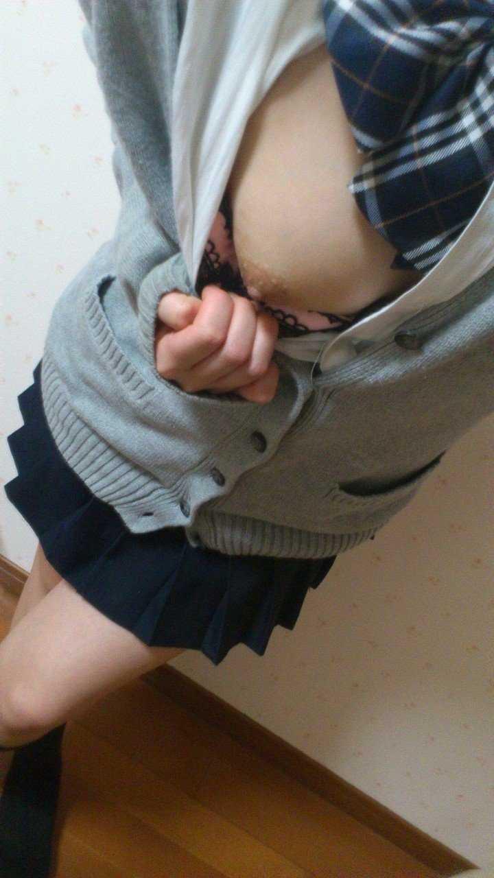 自分の乳房や裸体を撮影する素人さん (13)