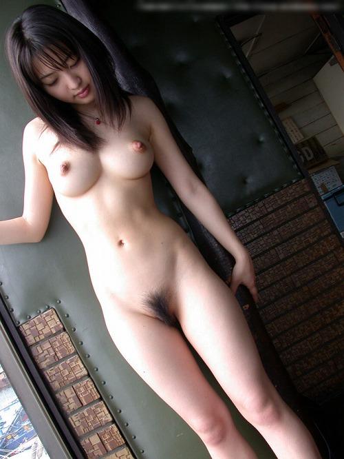細身なのに大きな乳房がセクシー (10)