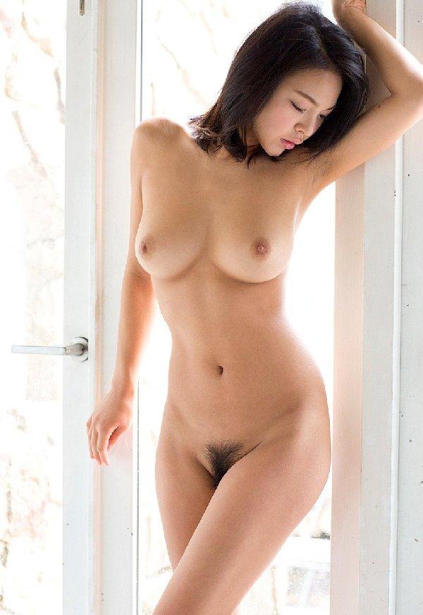 細身なのに大きな乳房がセクシー (14)