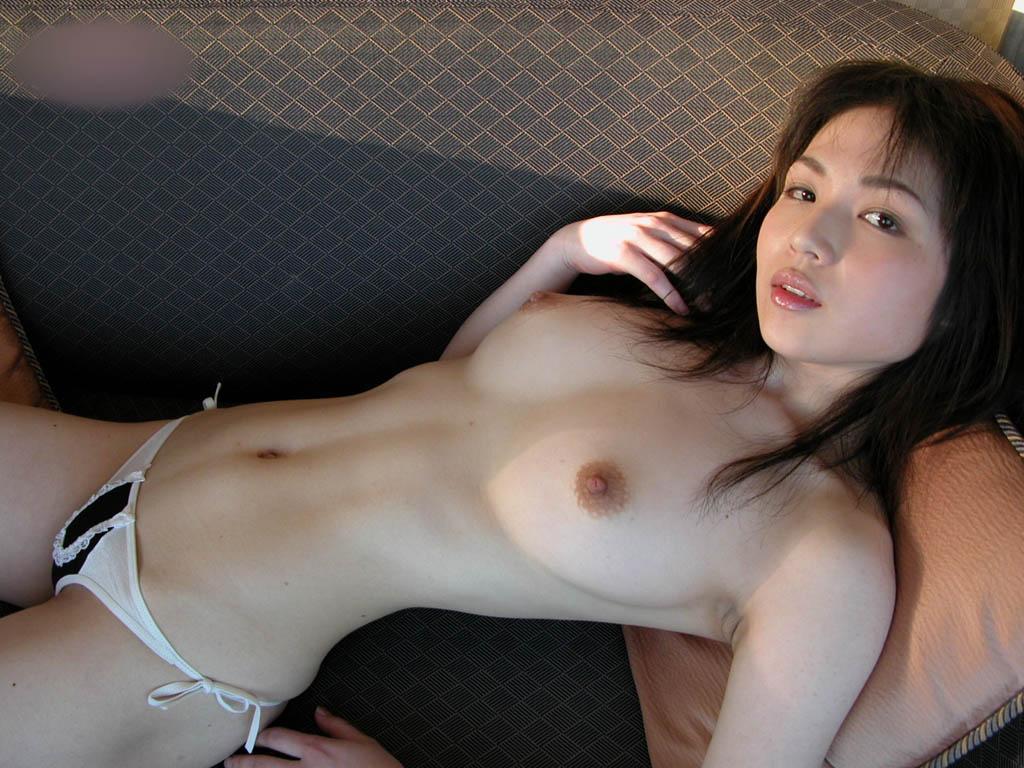 細身なのに大きな乳房がセクシー (7)