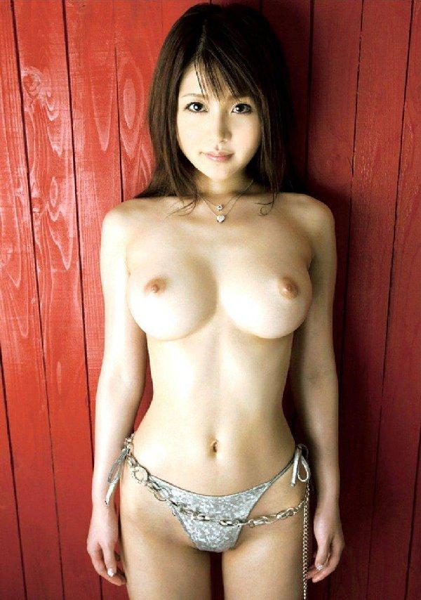 細身なのに大きな乳房がセクシー (4)