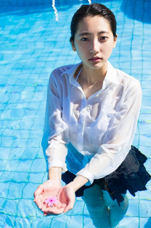 細身で可愛い期待のアイドル、武田玲奈 (3)