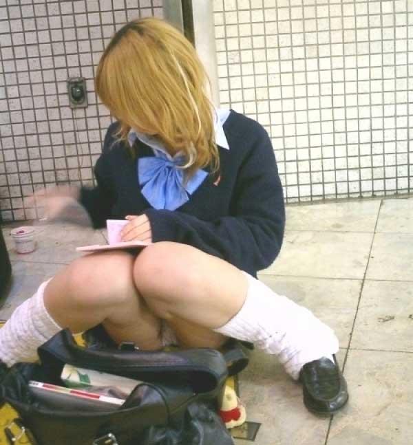 女子校生の下着が丸出しになってる (6)