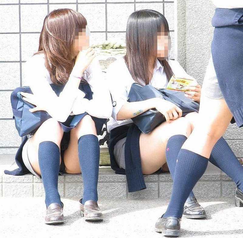 女子校生の下着が丸出しになってる (18)
