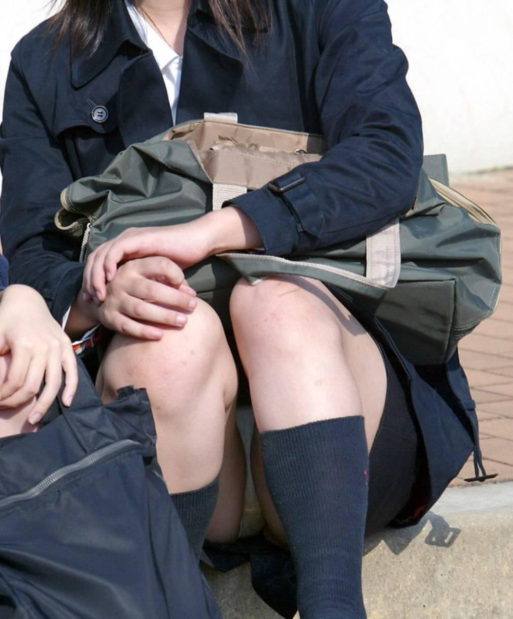 女子校生の下着が丸出しになってる (16)