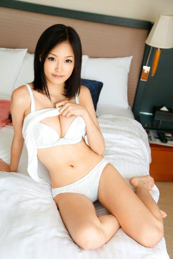 純白のランジェリーが似合う女の子 (18)