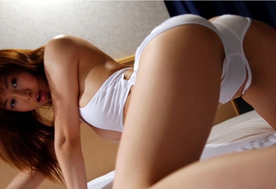純白のランジェリーが似合う女の子 (2)