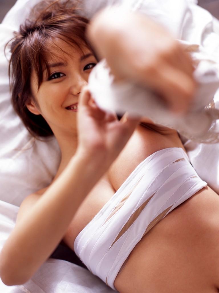 包帯を衣装の代わりにするセクシーコス (2)