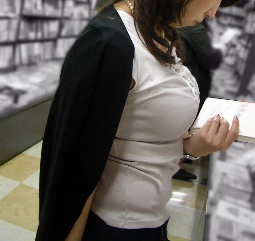 乳房がデカ過ぎて目が離せなくなる (3)