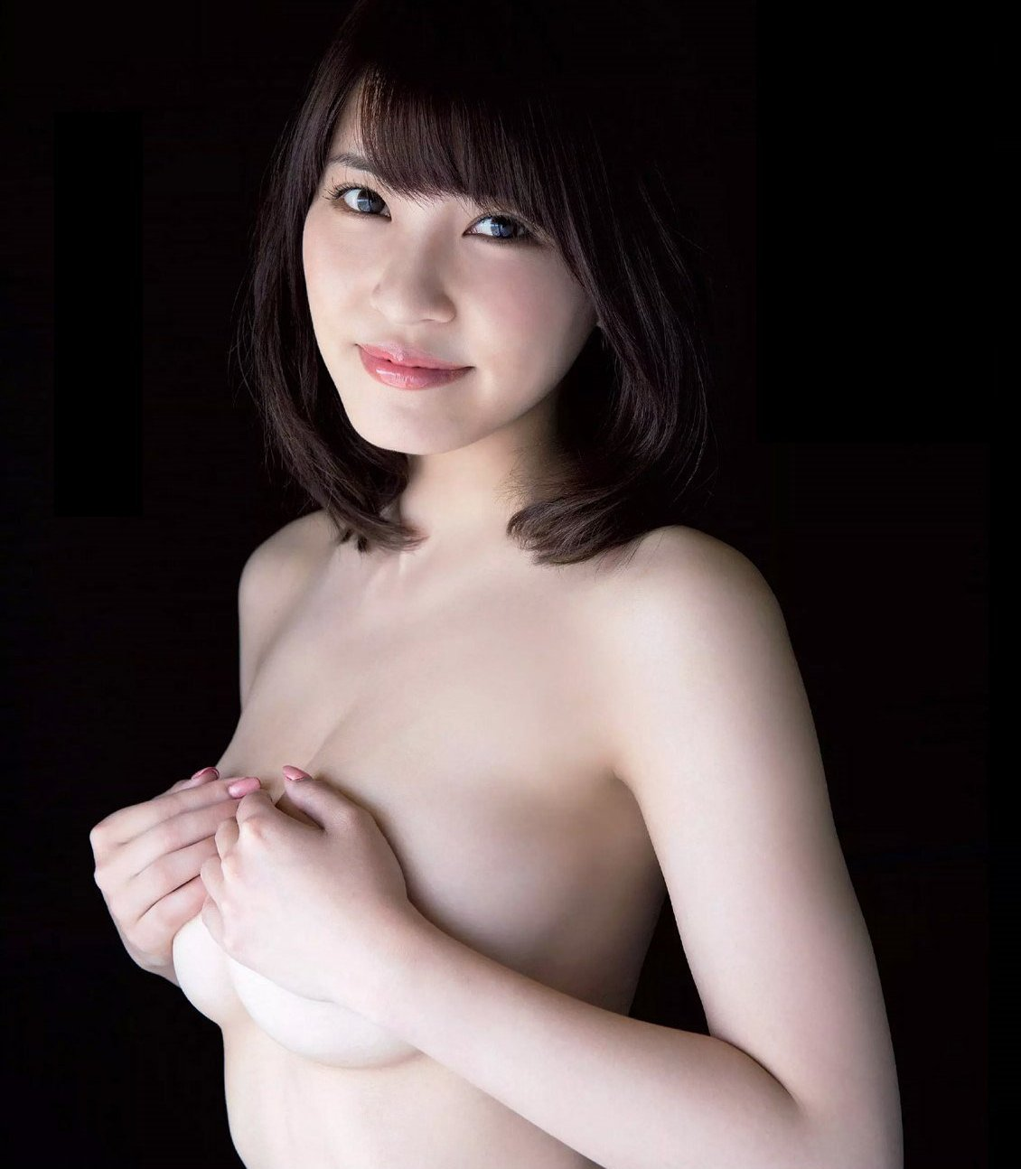 グラビアアイドルの綺麗で大きな乳房 (1)