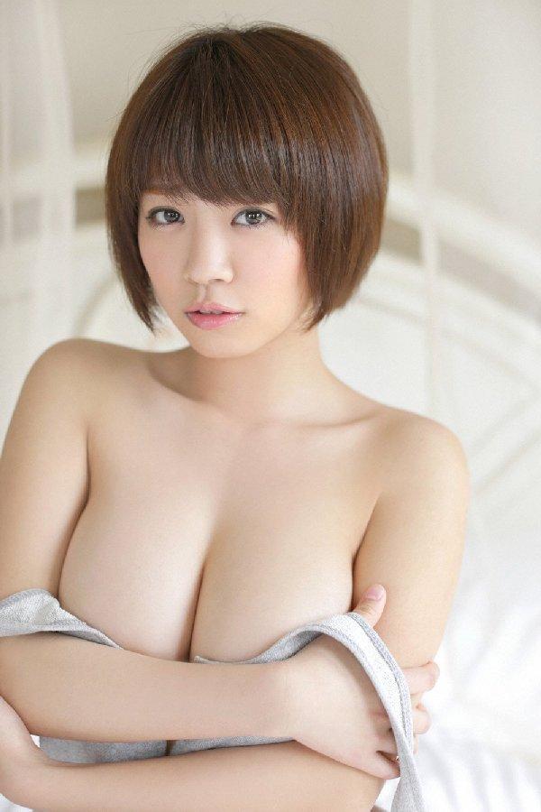 グラビアアイドルの綺麗で大きな乳房 (12)