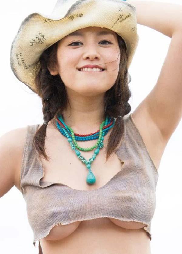ギリギリまで脱いじゃった巨乳の筧美和子 (10)