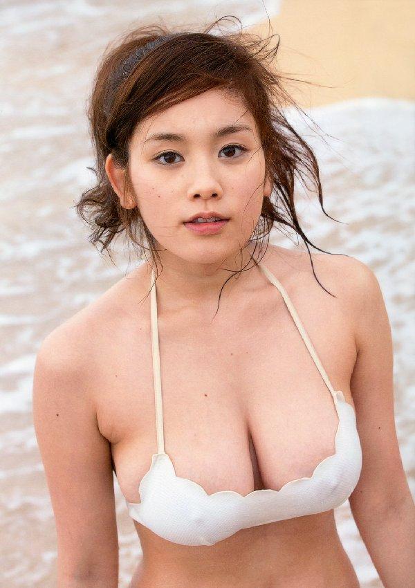 ギリギリまで脱いじゃった巨乳の筧美和子 (11)