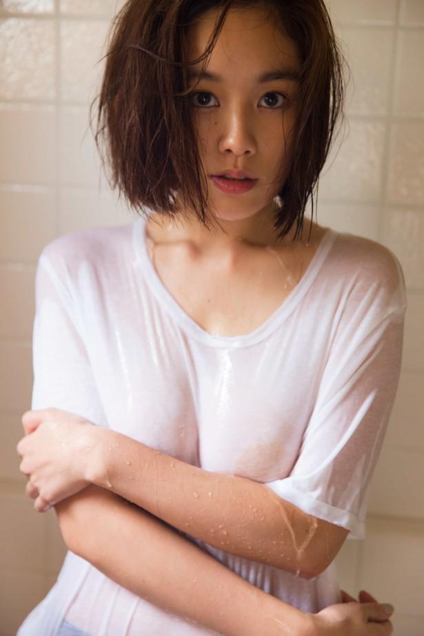 ギリギリまで脱いじゃった巨乳の筧美和子 (12)