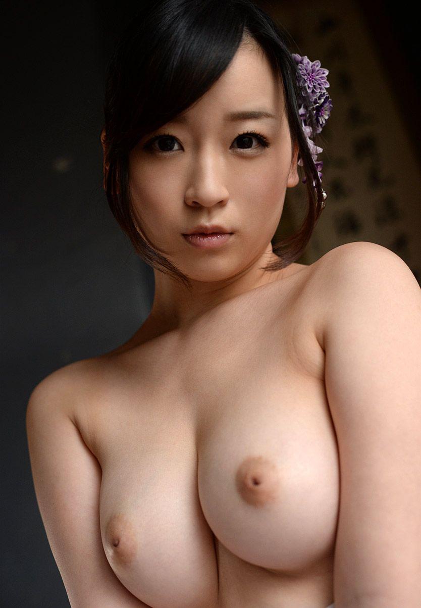 デカい乳房でキュートなルックス (7)