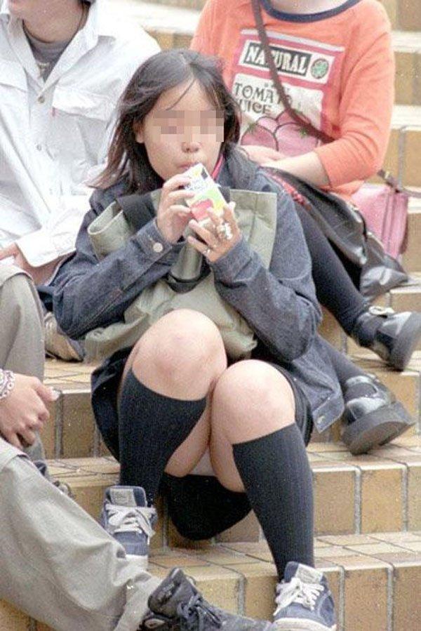 ミニスカートはパンチラの宝庫だね (2)
