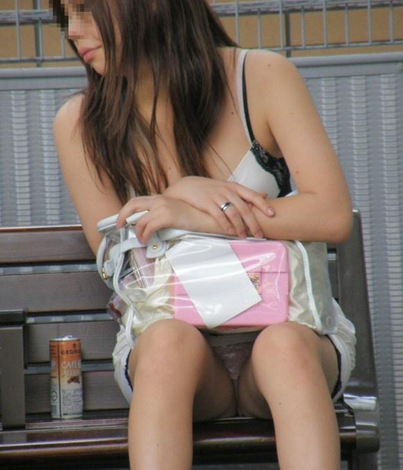 ミニスカートはパンチラの宝庫だね (20)