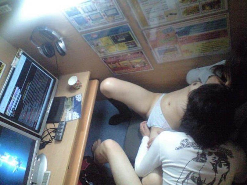 インターネットカフェをラブホみたいに使う素人さん (12)