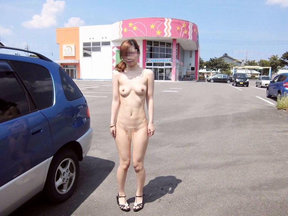 路上や店で素っ裸になっちゃう変態お姉さん (5)
