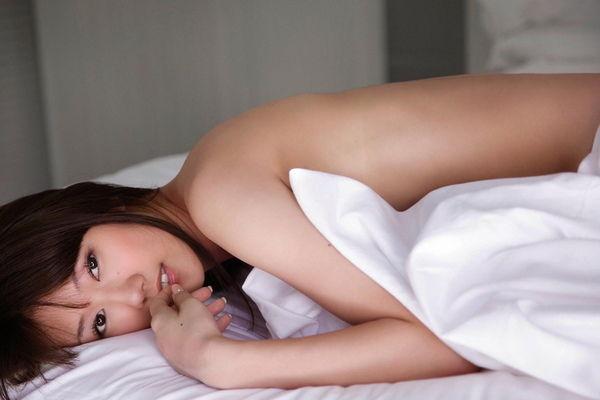 母親譲りの美人顔で細身のボディ、多岐川華子 (20)