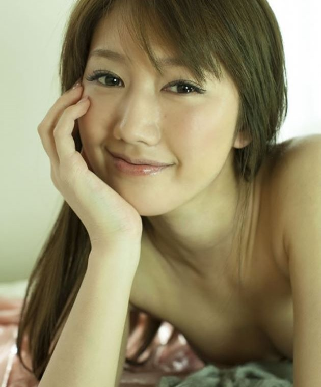 多岐川華子、スレンダーなセミヌード&下着姿が綺麗でセクシー