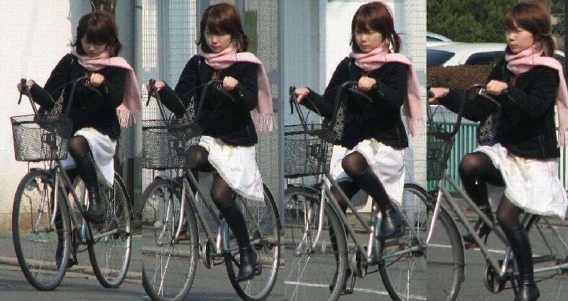 チャリに乗る女の子はパンツに注意 (16)