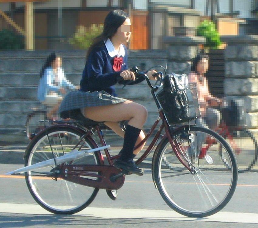 チャリに乗る女の子はパンツに注意 (10)