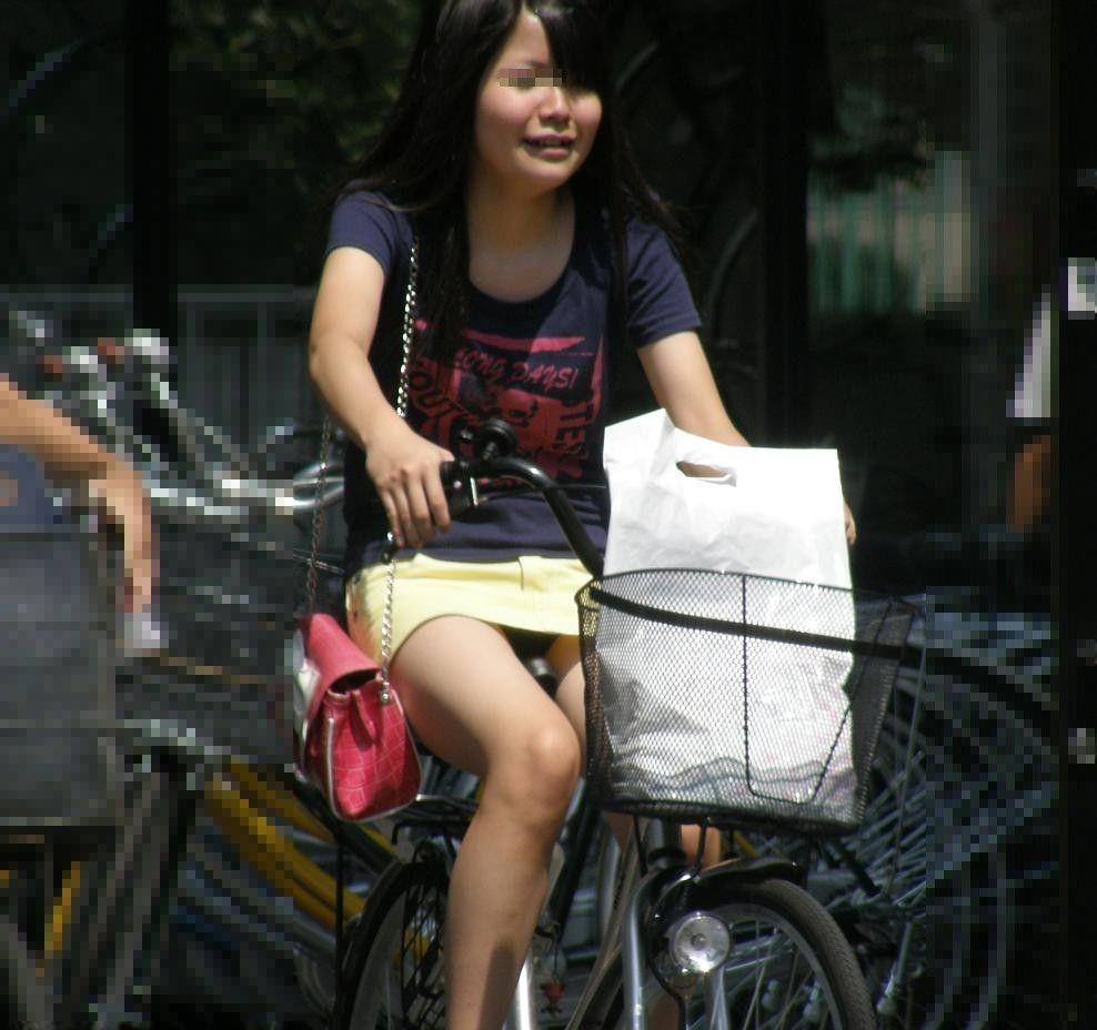 チャリに乗る女の子はパンツに注意 (6)