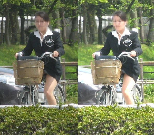 チャリに乗る女の子はパンツに注意 (14)