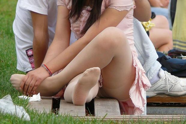 下着が見えてるのに気付いてない女の子 (7)