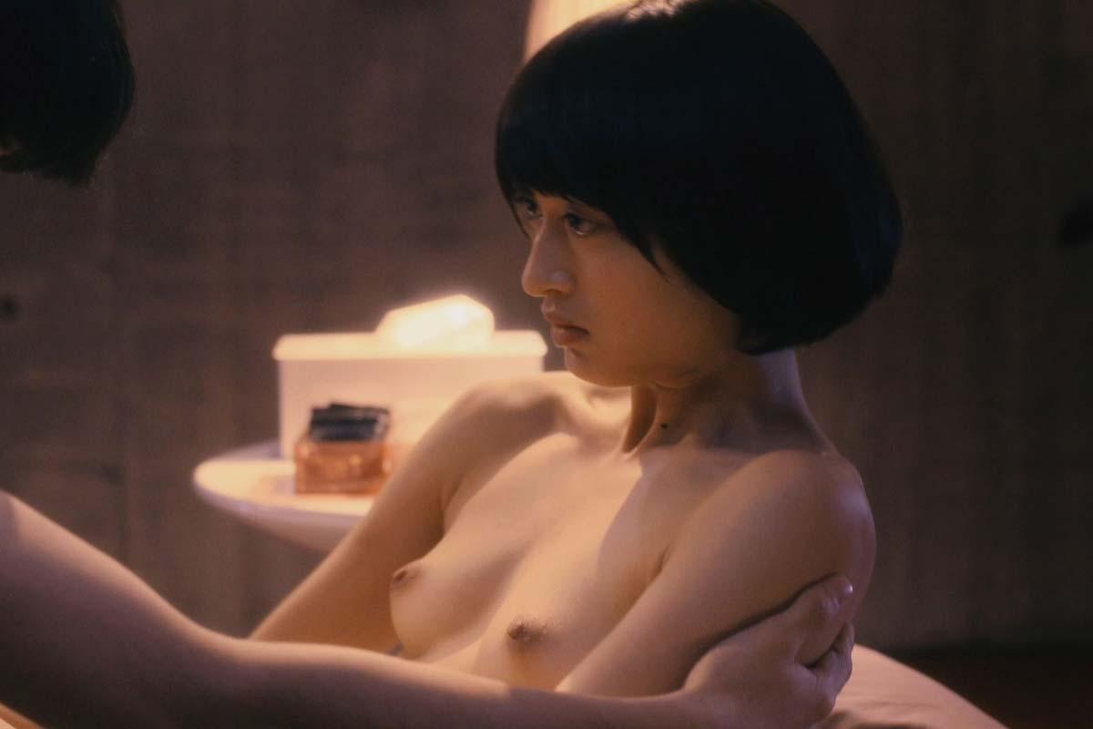 美しい芸能人が脱ぐと、綺麗でセクシーな裸体が素晴らしい (15)