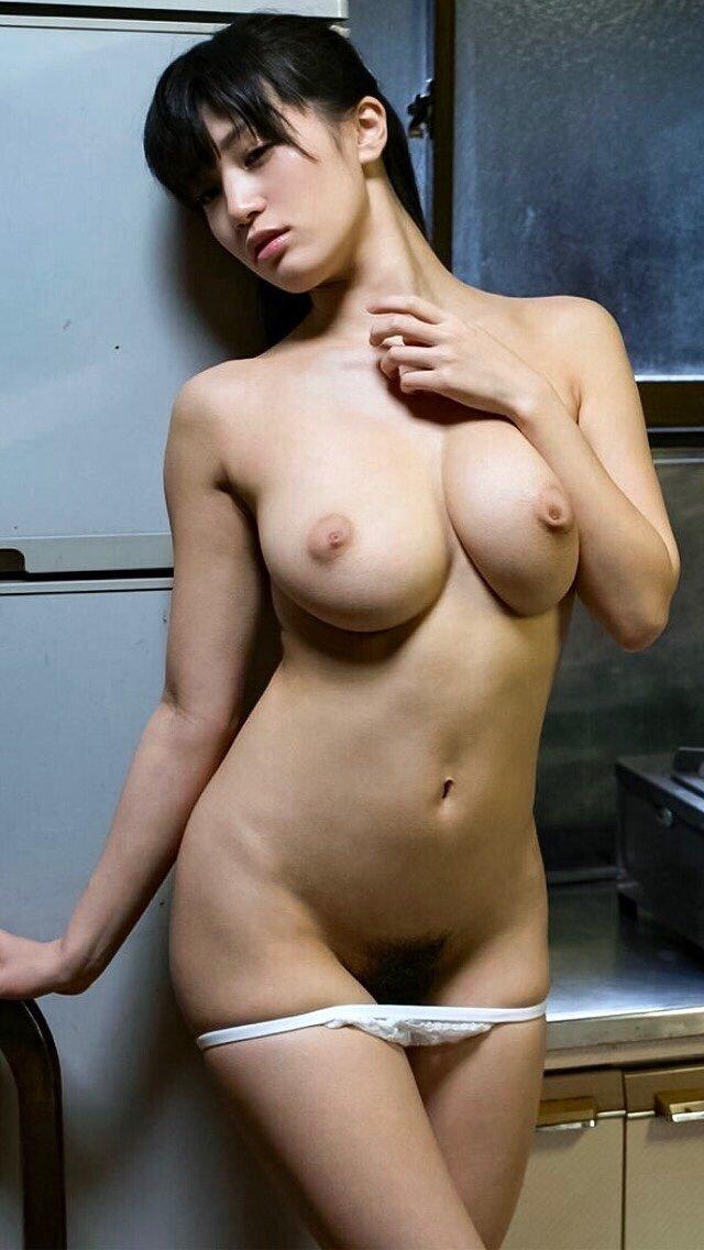 デカい乳房に吸い付いて揉みまくりたい (18)