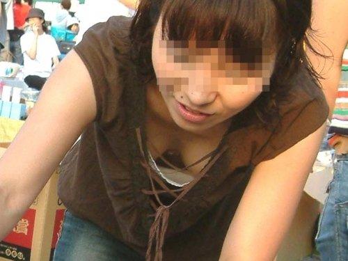 デカい乳房がモロ見えになった女の子 (14)