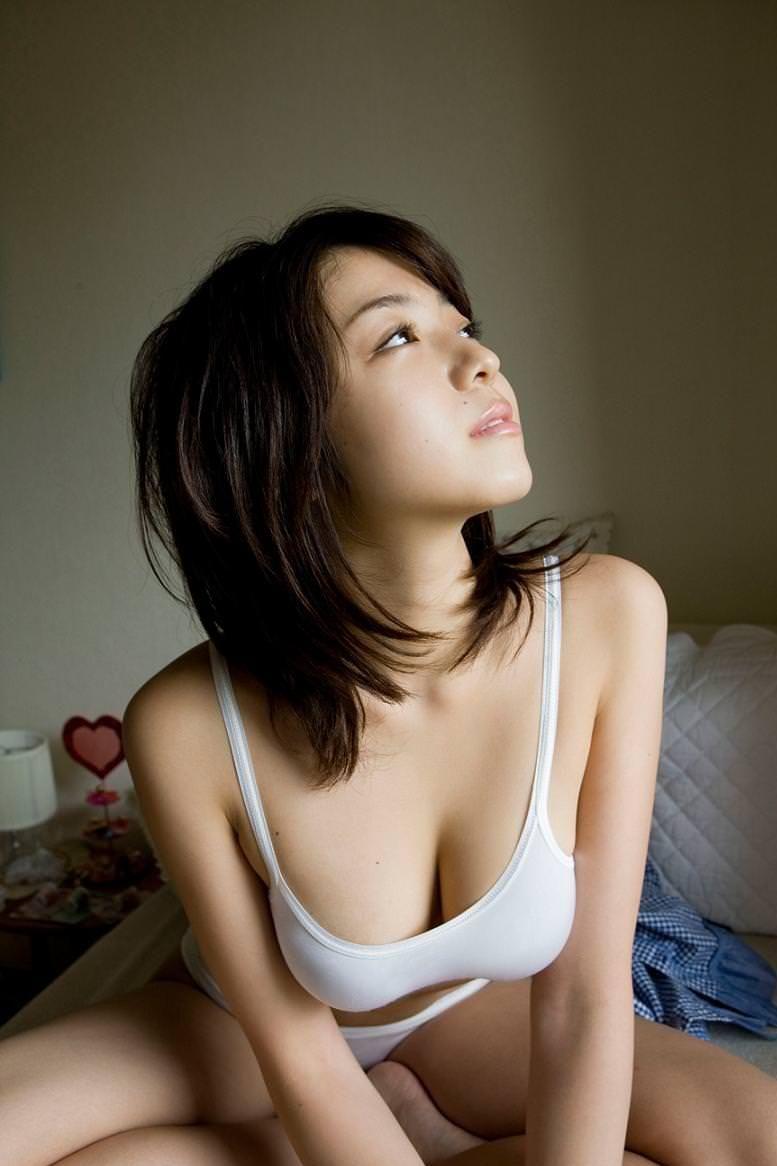 思わず揉んでみたくなるプニ巨乳の、中村静香 (10)