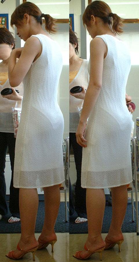 洋服を着ているのに下着がスケスケな女の子 (16)