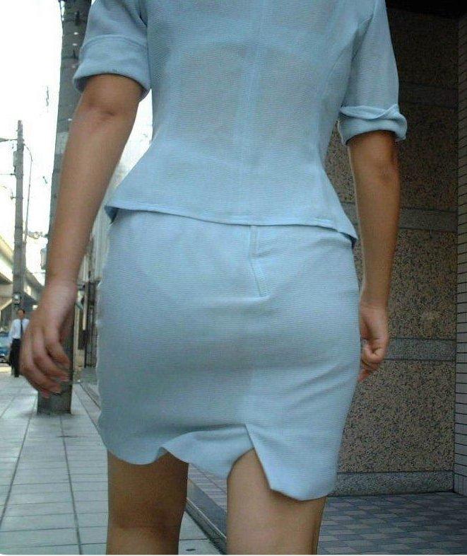 洋服を着ているのに下着がスケスケな女の子 (13)