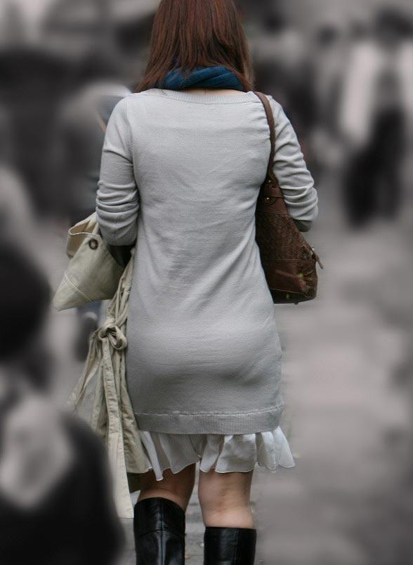 洋服を着ているのに下着がスケスケな女の子 (4)