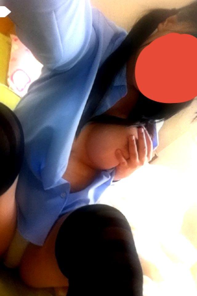 自分のオッパイを撮影して送ってくれる女の子 (15)