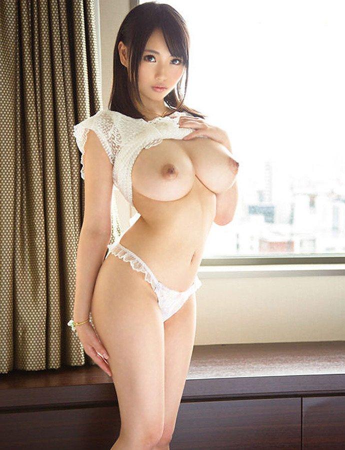 華奢な体なのに乳房はデカい理想的なヌード (13)