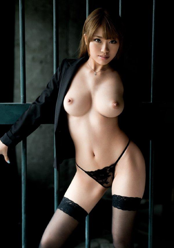 華奢な体なのに乳房はデカい理想的なヌード (9)