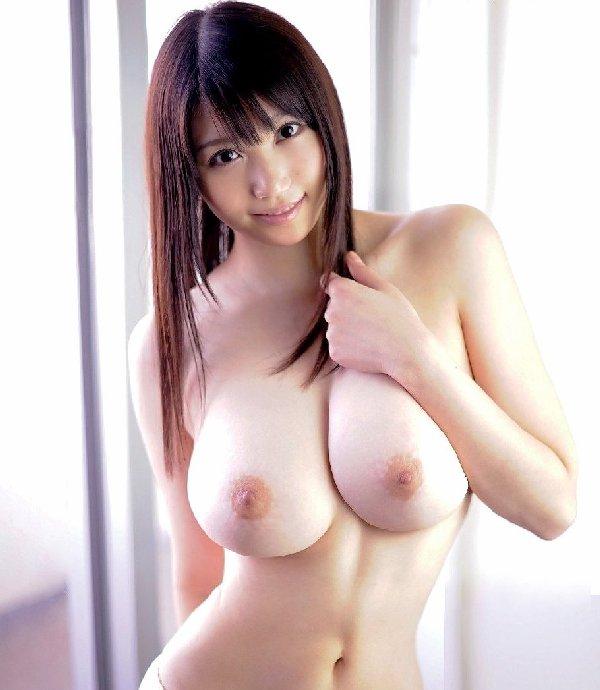 華奢な体なのに乳房はデカい理想的なヌード (10)