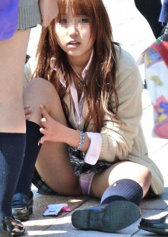 無防備に下着を見せまくっている女子高生 (19)