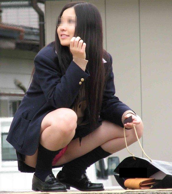無防備に下着を見せまくっている女子高生 (1)