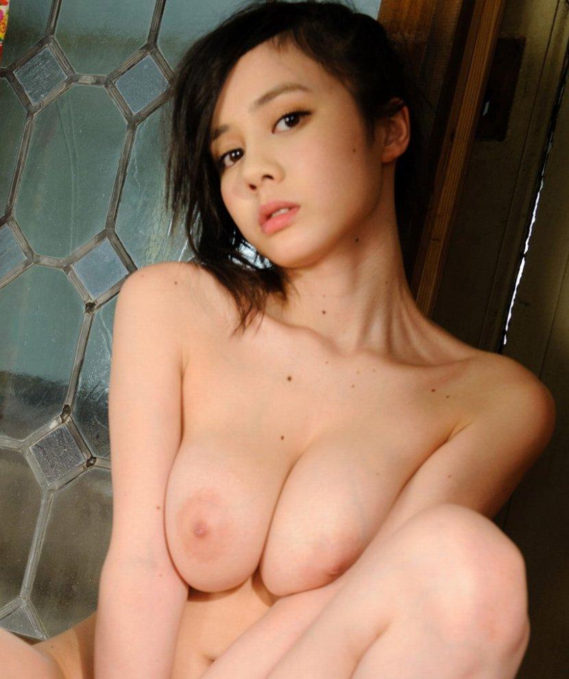 色白で可愛い子が激しくSEX、吉川あいみ (1)