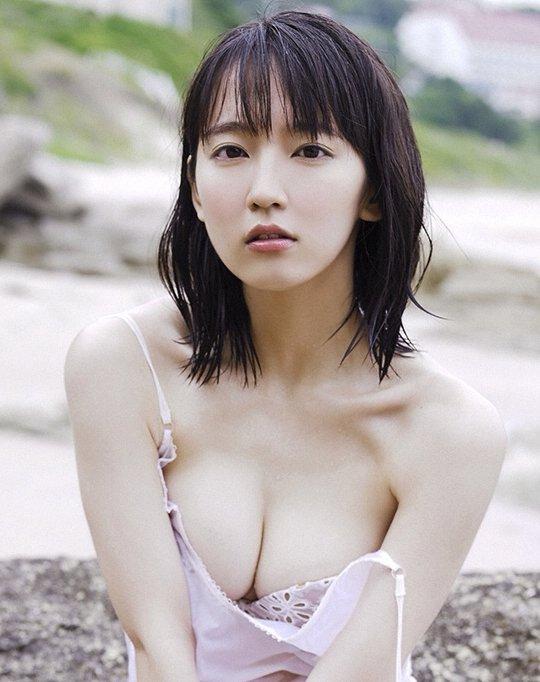 清楚な美少女なのに美乳がセクシーな、吉岡里帆 (1)