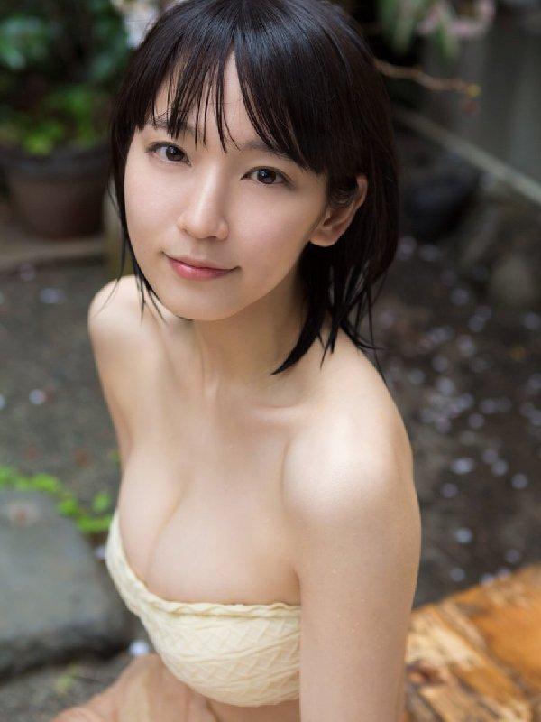 清楚な美少女なのに美乳がセクシーな、吉岡里帆 (19)