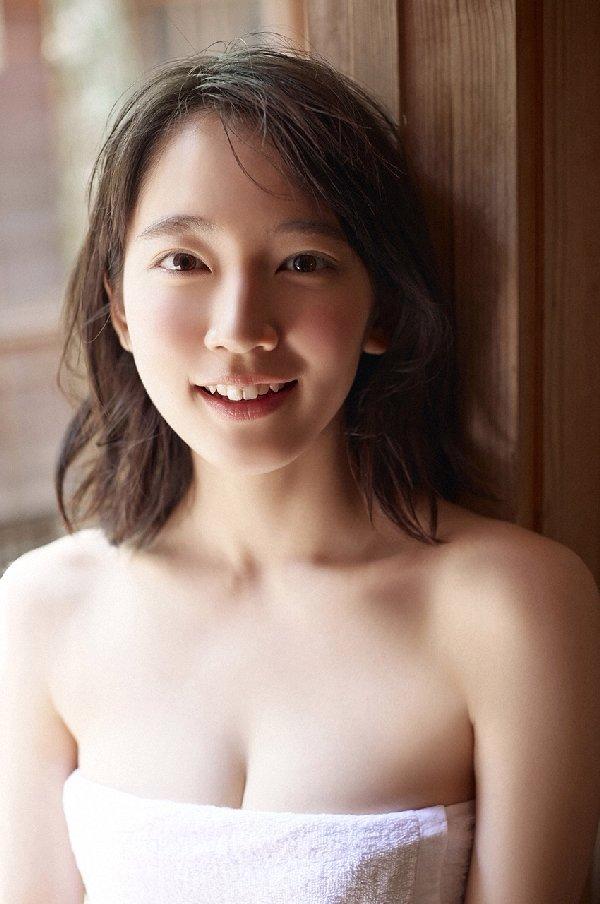 清楚な美少女なのに美乳がセクシーな、吉岡里帆 (10)