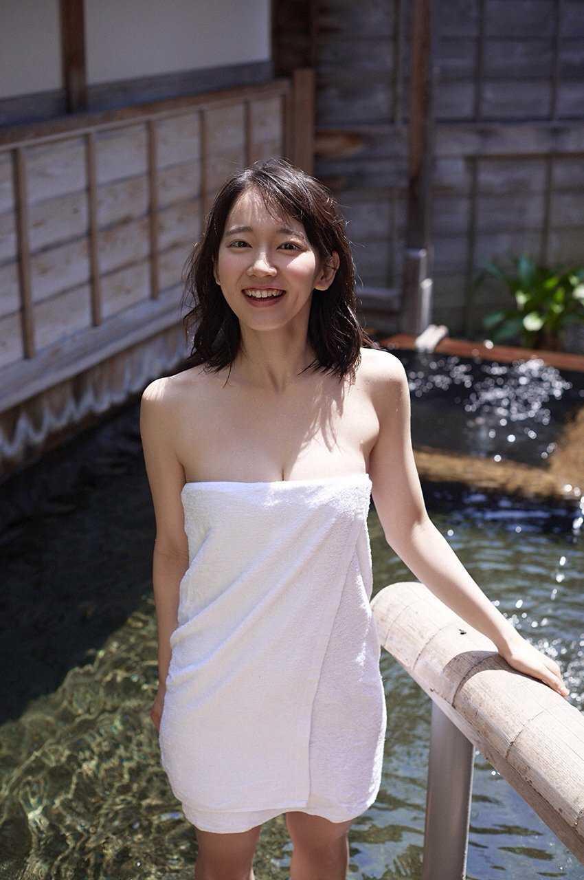 清楚な美少女なのに美乳がセクシーな、吉岡里帆 (7)