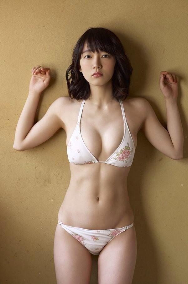 清楚な美少女なのに美乳がセクシーな、吉岡里帆 (12)